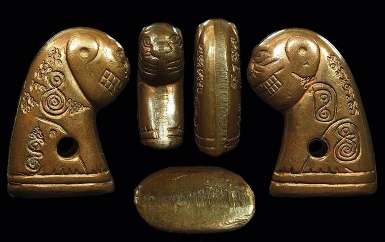 Suea Loi Ongk Statuette Amulet Luang Por Wongs Wat Bariwas
